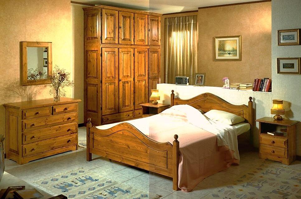 Camere da letto e camerette camera matrimoniale in pino for Camera da letto matrimoniale usata